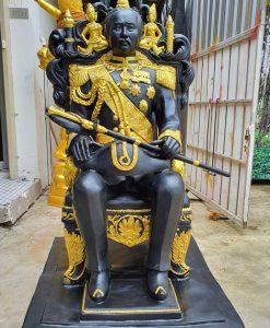 พระรูปเหมือน เสด็จพ่อ ร.๕ (นั่งบัลลังค์) ทองเหลือง ขนาด 30 นิ้ว (เท่าองค์จริง)